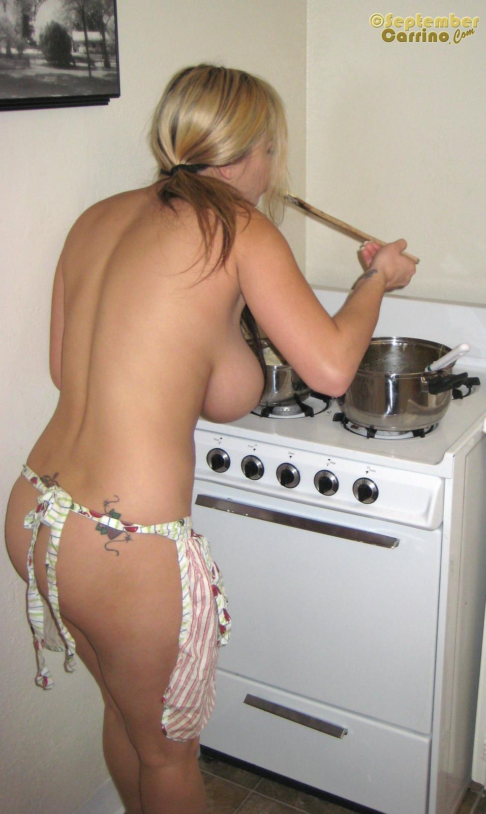 Фото жена в фартуке голая 25 фотография
