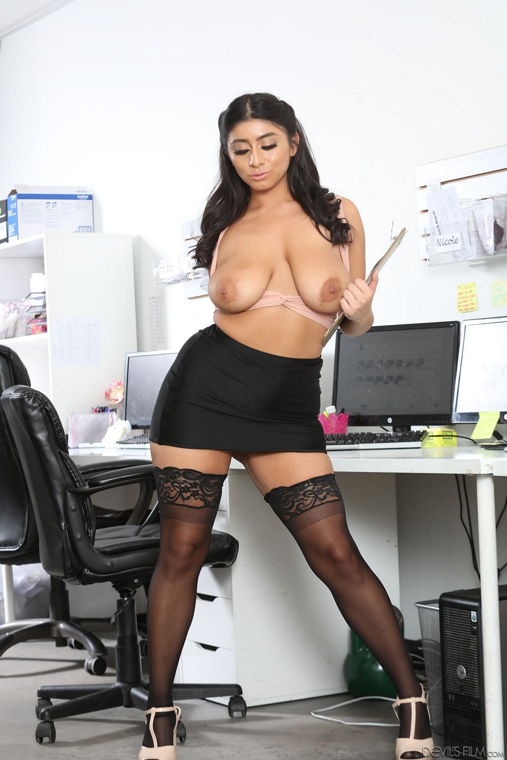 girl gets fucked naked in office